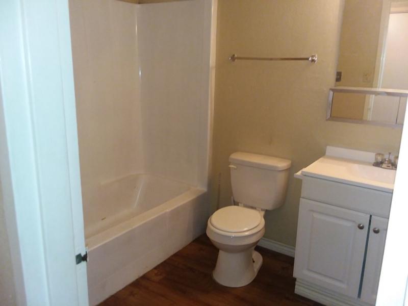 1127 e gore blvd b9 lawton ok 73501 first choice property management. Black Bedroom Furniture Sets. Home Design Ideas